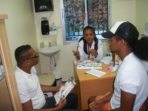 Photo of client receiving services at Clinica de Familia La Romana with health providers Riqui Rosario and Dr. Wendy Galvez. Photo: Carol Brito
