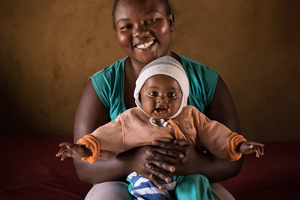 Photo of a mother and child in Madagascar. Photo by Robin Hammond, JSI R&T