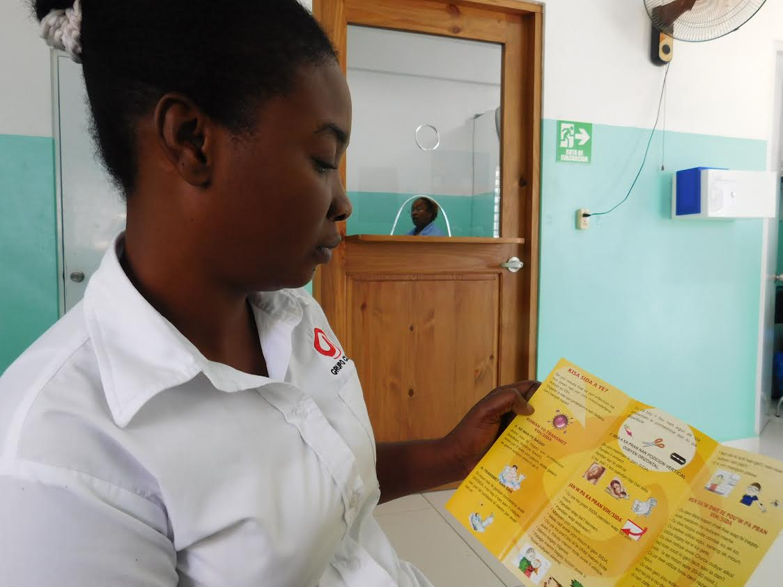 Ramona, a navegadora for Haitian clients, reviews a pamphlet in Creole.